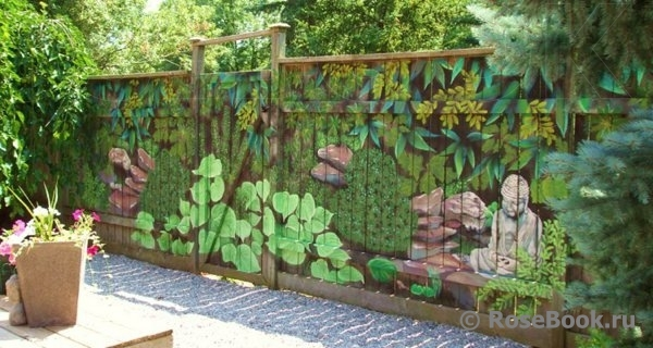 Декор на заборе своими руками фото